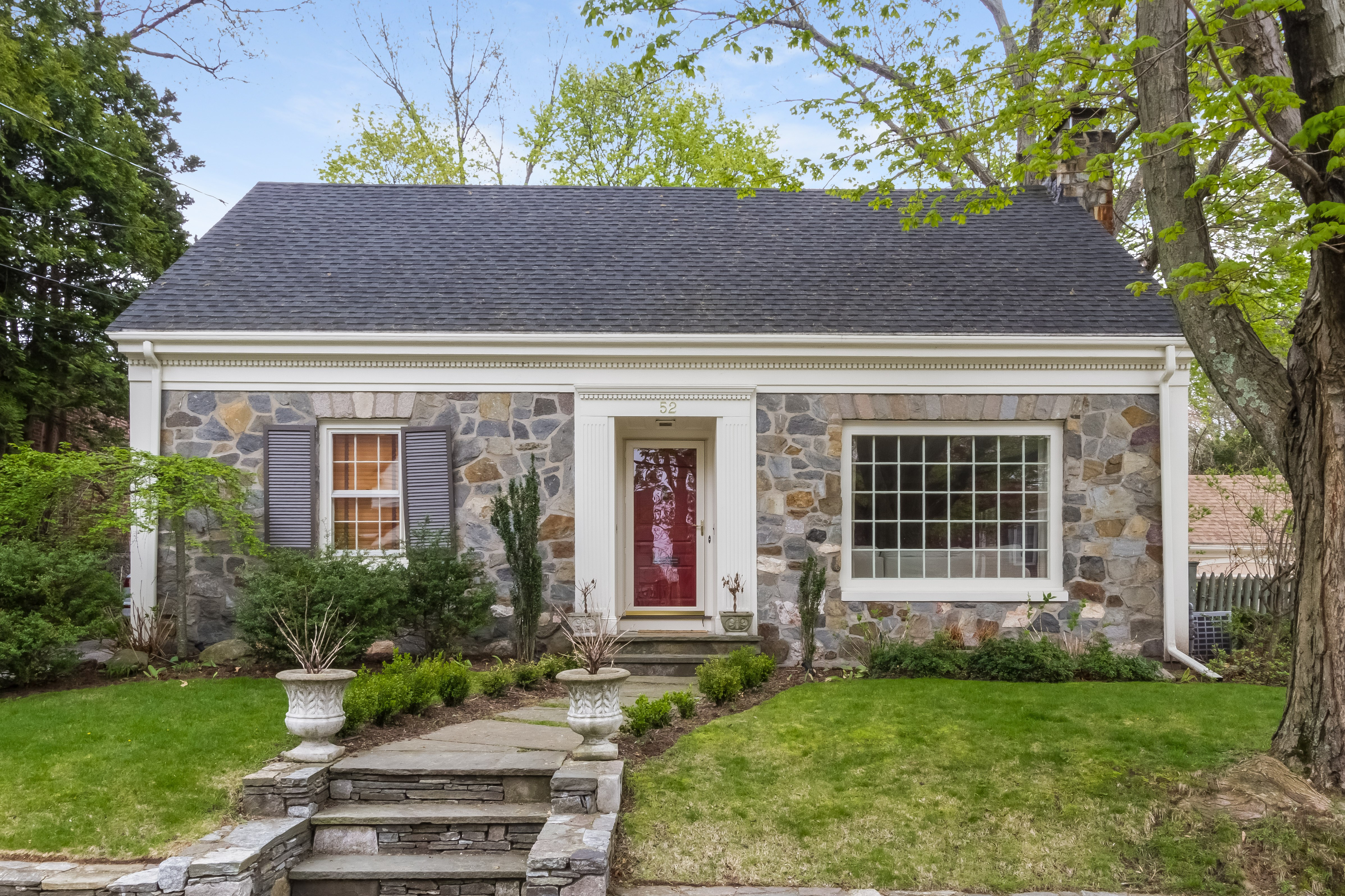 52 Capwell AV, Oak Hill, Pawtucket, RI 02860