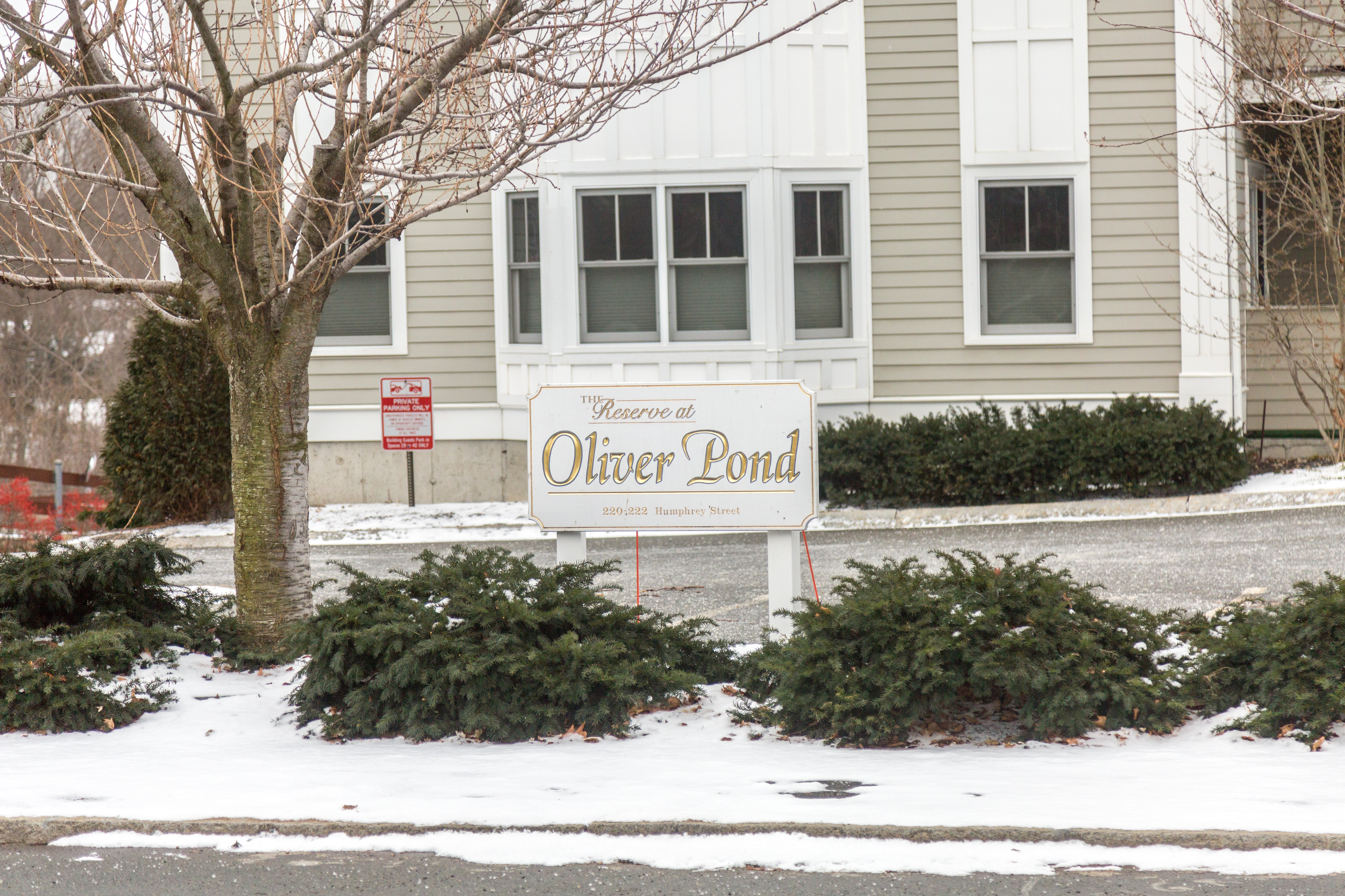 Oliver\'s Pond Condos - Current Listings & Pictures
