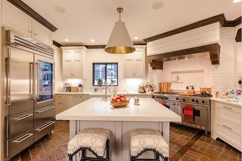 Spectacular Gourmet Kitchens Made for Cooks | Harry Norman, REALTORS®